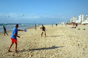 matkot_players_on_the_beach_in_tel_aviv_israel